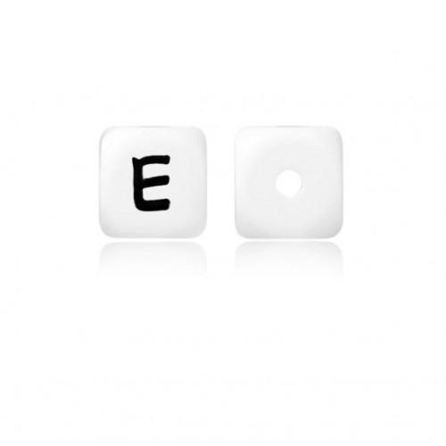 Силиконовая бусина куб с буквой E
