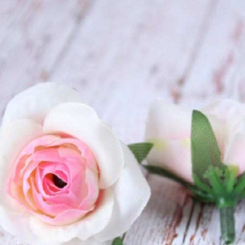 купить розы головки бело-розовые