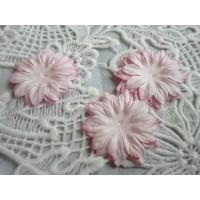 Цветок Маргаритка светло-розовый, 37 мм