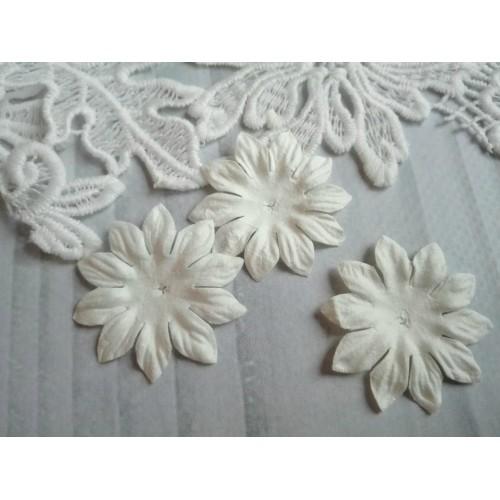 Цветок Маргаритка белый 37 мм фото