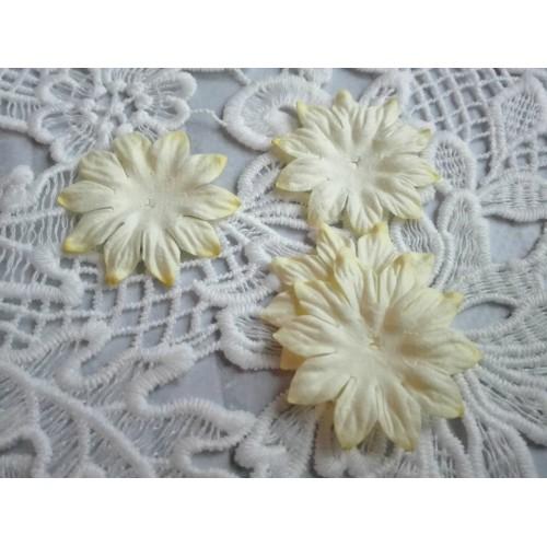 Цветок Маргаритка светло-желтый 37 мм фото