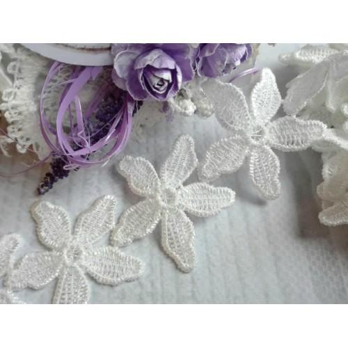 Кружевные элементы Цветочки №3 белые фото