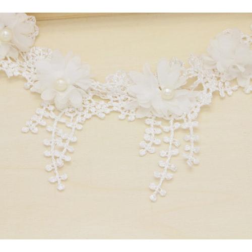 Шифоновый цветок на кружеве Белый фото