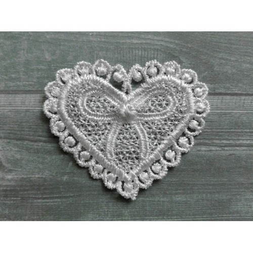 Кружевной элемент Сердце белое фото