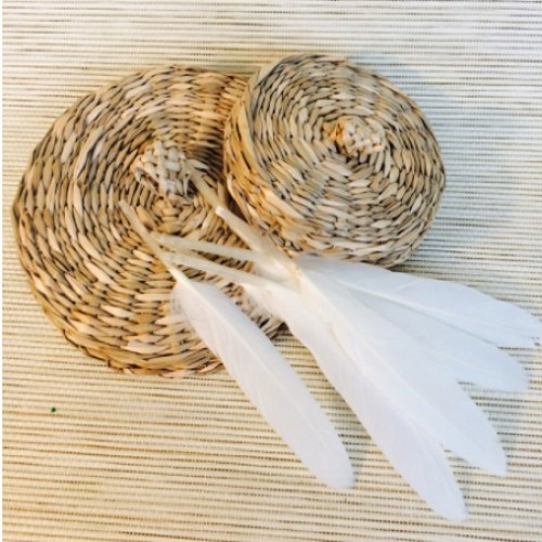 Перо декоративное белый 15 см