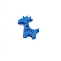 Пуговица деревянная Жираф синий