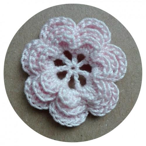 Вязаный декор Цветок трехслойный Светло-розовый 3,8 см фото