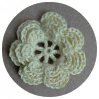 Вязаный декор Цветок трехслойный Светло-желтый, 3,8 см