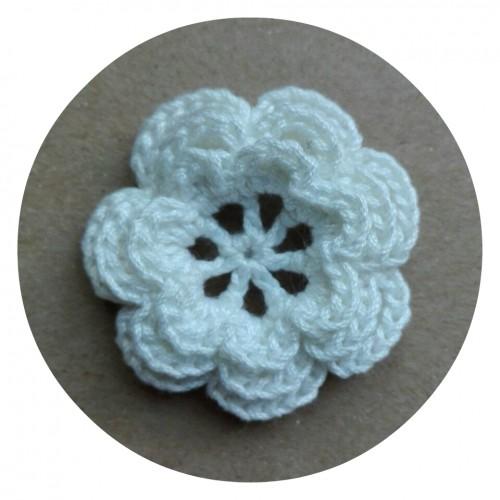 Вязаный декор Цветок трехслойный Белый 3,8 см фото