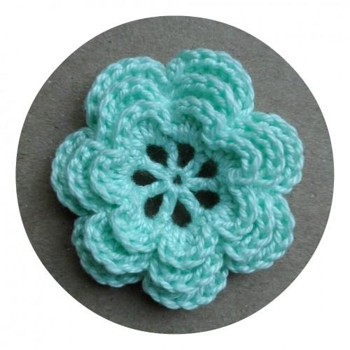 Вязаный декор Цветок трехслойный Мятный 3,8 см фото