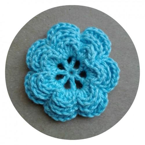 Вязаный декор Цветок трехслойный Голубой 3,8 см фото