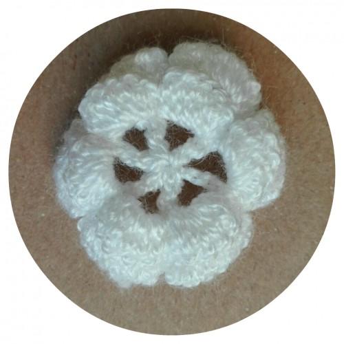 Вязаный декор Цветок двухслойный Белый 3,5 см фото