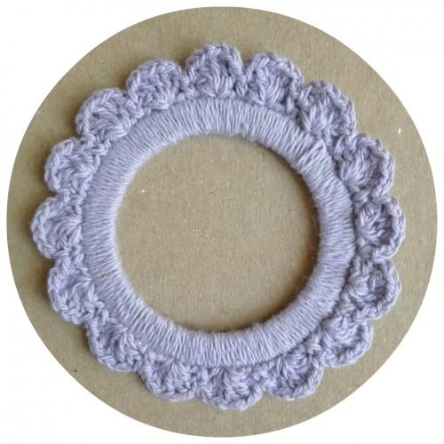 Вязаный декор Рамочка фиолетовая 7 см фото