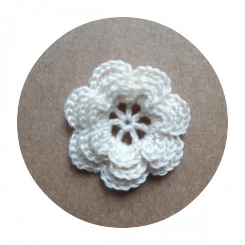 Вязаный декор Цветок трехслойный Бежевый, 3,8 см