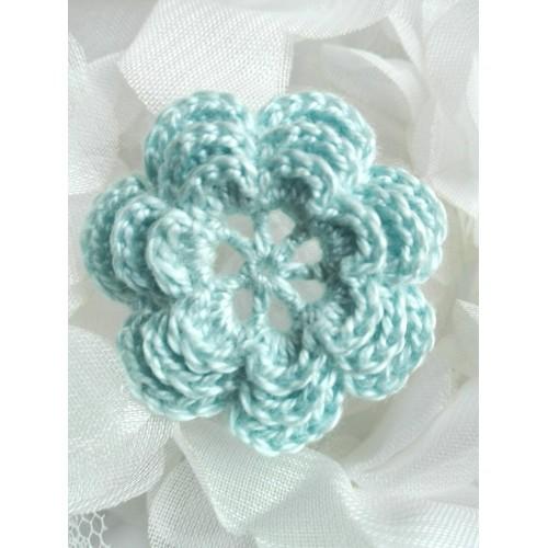 Вязаный декор Цветок трехслойный Светло-голубой 3,8 см фото