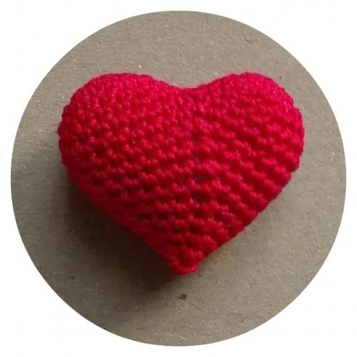 Вязаный декор Сердце объемное красное фото