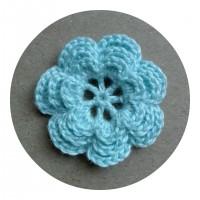 Вязаный декор Цветок трехслойный Светло-голубой, 3,8 см