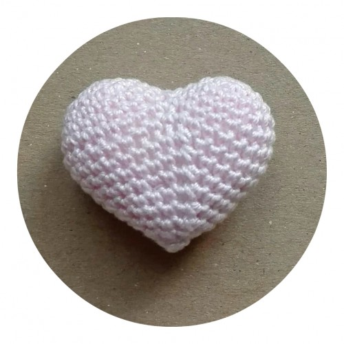 Вязаный декор Сердце объемное светло-розовое фото