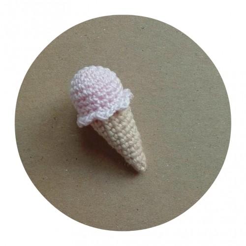 Вязаный декор Мороженое светло-розовое фото
