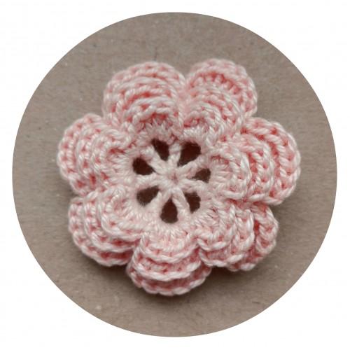 Вязаный декор Цветок трехслойный Персиковый, 3,8 см