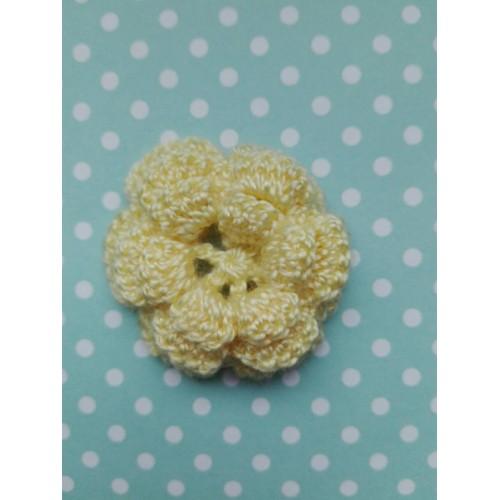 Вязаный декор Цветок трехслойный Желтый 3,8 см фото