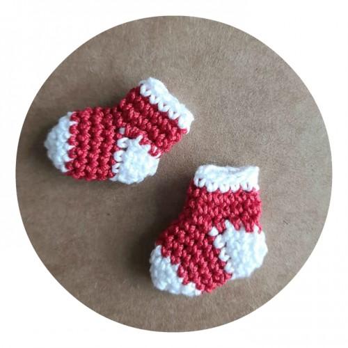 Вязаный декор Носочки красные, 2х2.2 см